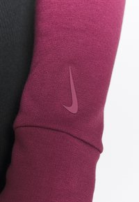 Nike Performance - YOGA WRAP COVERUP - Sudadera - villain red/shadowberry - 6