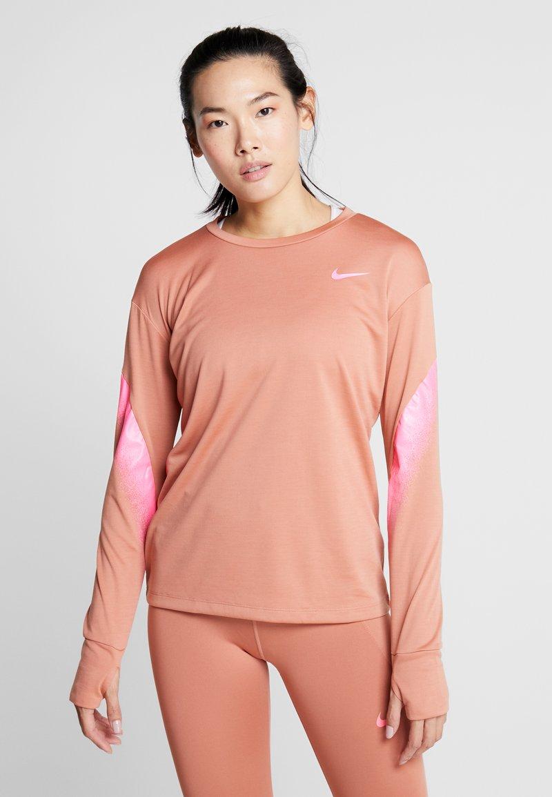 Nike Performance - MIDLAYER RUNWAY - Sports shirt - terra blush/digital pink
