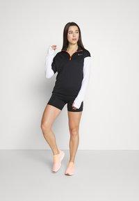 Nike Performance - MIDLAYER - Camiseta de deporte - black/white/reflective silver - 1