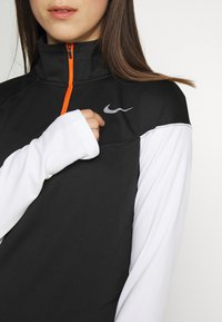 Nike Performance - MIDLAYER - Sportshirt - black/white/reflective silver - 5