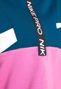 Nike Performance - DRY IN PLUS - Bluza - valerian blue/cosmic fuchsia/white - 4