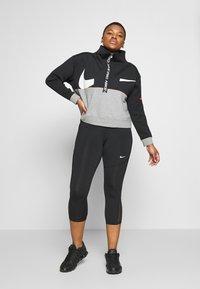 Nike Performance - DRY IN PLUS - Sudadera - black/carbon heather/white - 1