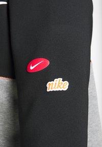 Nike Performance - DRY IN PLUS - Sudadera - black/carbon heather/white - 5