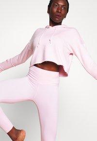 Nike Performance - YOGA LUXE CROP HOODIE - Hoodie - barely rose/plum chalk - 3