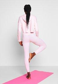 Nike Performance - YOGA LUXE CROP HOODIE - Hoodie - barely rose/plum chalk - 2