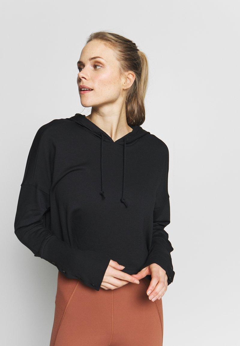Nike Performance - YOGA LUXE CROP HOODIE - Jersey con capucha - black