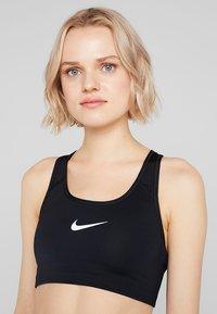 Nike Performance - CLASSIC - Soutien-gorge de sport - black/white - 4