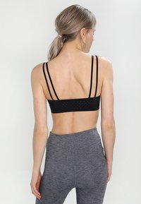 Nike Performance - INDY BREATHE BRA - Sports-bh'er - black/white - 2