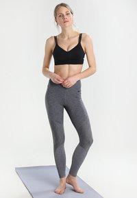 Nike Performance - INDY BREATHE BRA - Sports-bh'er - black/white - 1