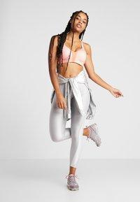 Nike Performance - RIVAL BRA HIGH SUPPORT - Reggiseno sportivo - echo pink/pink quartz/white - 1