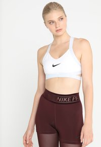 Nike Performance - INDY LOGO BRA LIGHT SUPPORT - Sports-BH - white/pure platinum/black - 0