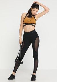 Nike Performance - INDY LOGO BRA LIGHT SUPPORT - Sports-BH - wheat/black/black - 1