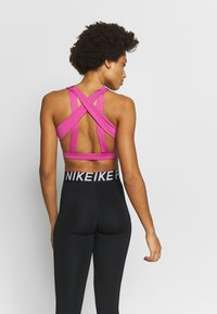 Nike Performance - INDY LIGHT - Sujetador deportivo - cosmic fuchsia/black - 2