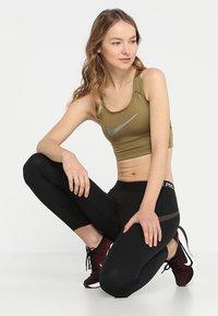 Nike Performance - BRA - Sports-BH - khaki - 1