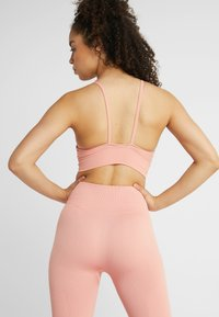 Nike Performance - SEAMLESS LIGHT BRA - Sports bra - pink quartz/white - 2