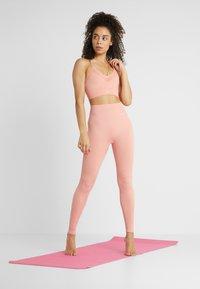 Nike Performance - SEAMLESS LIGHT BRA - Sports bra - pink quartz/white - 1