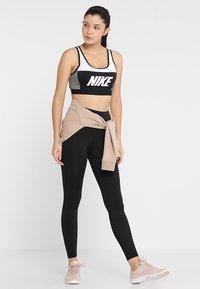 Nike Performance - ICON CLASH CLASSIC BRA MEDIUM SUPPORT - Sports bra - white/carbon heather/black - 1