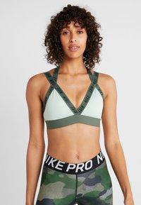 Nike Performance - INDY LOGO BRA - Sport BH - pistachio frost/juniper fog/black - 0