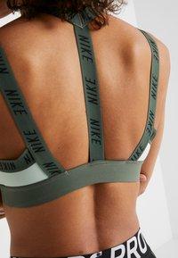 Nike Performance - INDY LOGO BRA - Sport BH - pistachio frost/juniper fog/black - 3