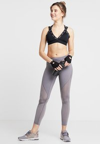 Nike Performance - INDY LOGO BRA - Sport-bh - black/black/cool grey - 1