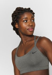 Nike Performance - FAVORITES STRAPPY BRA - Urheiluliivit - carbon heather/black - 3