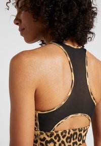 Nike Performance - EVERYTHING BRA - Sports bra - club gold/black - 3