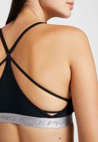 Nike Performance - INDY AEROADAPT BRA - Sportovní podprsenka - black/metallic silver - 3