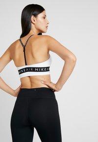 Nike Performance - INDY AIR BRA - Reggiseno sportivo - white/black - 2