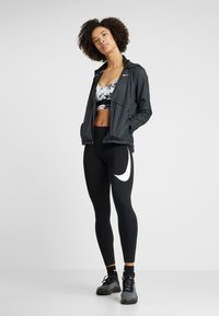 Nike Performance - INDY BRA FLORAL  - Sport BH - white/black - 1