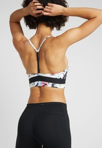 Nike Performance - INDY BRA FLORAL  - Sport BH - white/black - 2