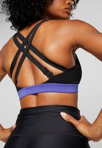 Nike Performance - POCKET BRA - Reggiseno sportivo - black/hyper crimson - 5