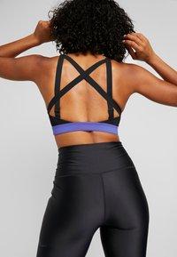 Nike Performance - POCKET BRA - Reggiseno sportivo - black/hyper crimson - 3