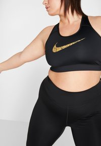 Nike Performance - PLUS BRA  - Sportovní podprsenka - black/metallic gold - 3