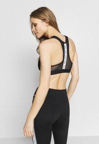 Nike Performance - BAND BRA NO PAD - Urheiluliivit - black/white - 2