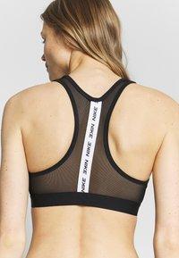 Nike Performance - BAND BRA NO PAD - Urheiluliivit - black/white - 5