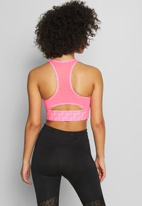 Nike Performance - NIKE EVERYTHING BRA NEO WAVE - Urheiluliivit - digital pink/reflective silver - 2