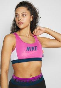 Nike Performance - MED PAD BRA - Sport BH - cosmic fuchsia/valerian blue/white - 0