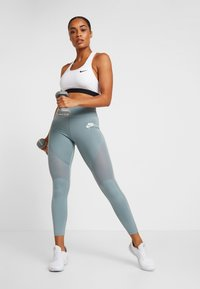 Nike Performance - MED BAND BRA NON PAD - Urheiluliivit - white/black - 1