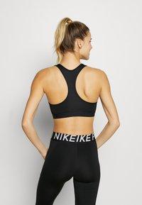 Nike Performance - MED BAND BRA NON PAD - Urheiluliivit - black/white - 2
