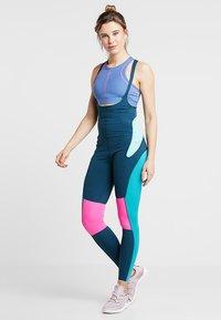 Nike Performance - BEST TIGHT - Punčochy - nightshade/tropical twist/laser fuchsia - 0