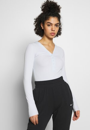 YOGA LUXE HENLEY BODYSUIT - T-shirt de sport - aura/platinum tint