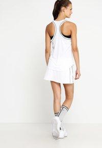 Nike Performance - DRY SKIRT - Sportkjol - white/black - 2