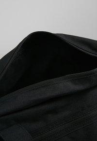 Nike Performance - GYM CLUB - Sporttas - black/black/white - 3