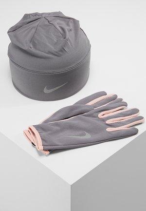 WOMENS RUN DRY HAT AND GLOVE SET - Guantes - gunsmoke/storm pink/silver