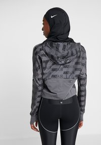 Nike Performance - PRO HIJAB - Lue - black/white - 2