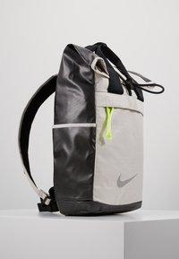 Nike Performance - RADIATE - Rucksack - desert sand/black/reflective - 3