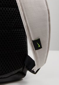 Nike Performance - RADIATE - Rucksack - desert sand/black/reflective - 6