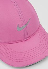 Nike Performance - DRY AEROBILL RUN - Cap - cosmic fuchsia/reflective silv - 5