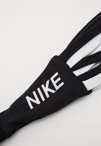 Nike Performance - STRAPPY HEADBAND - Orejeras - black/white/white - 2
