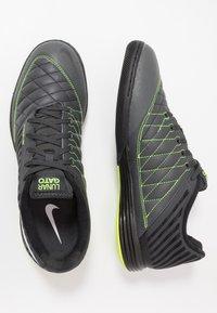 Nike Performance - LUNARGATO II - Zaalvoetbalschoenen - dark smoke grey/white/black/volt - 1